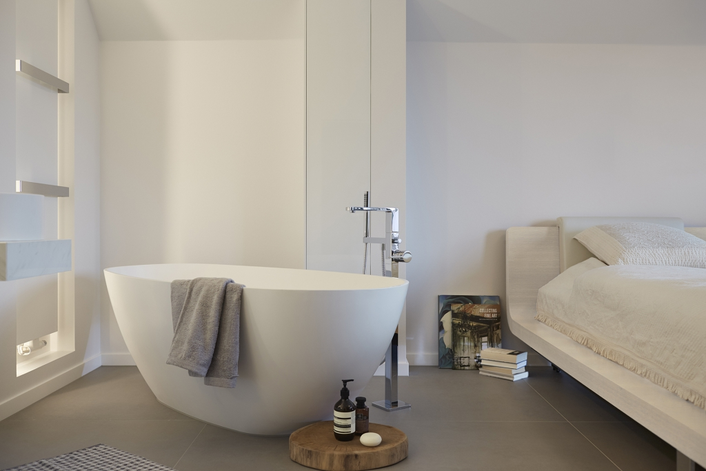 Solid surface badkamermeubel opgeleverd