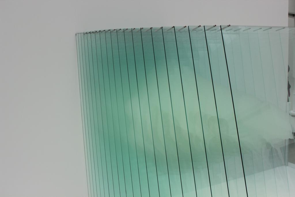 Glazen wanden laten een klein restaurant groter lijken