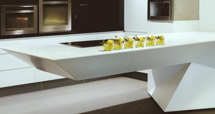 Een kunststof keukenblad van solid surface
