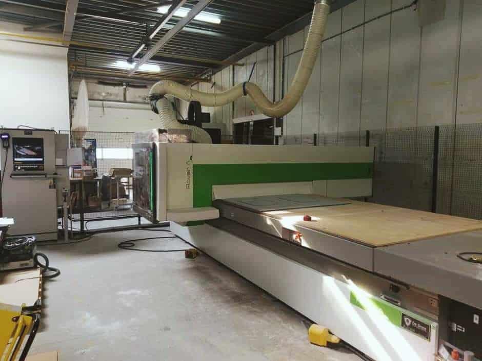 machine in de fabriek van marlan solid surface