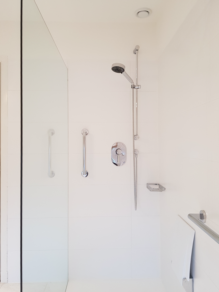 douche-met-solid-surface